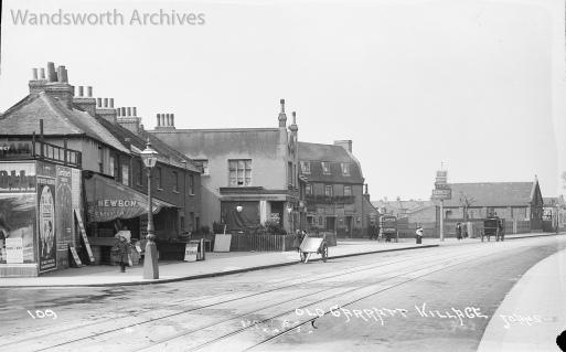 The Leather Bottle pub, Garratt Lane, Earlsfield, c.1915