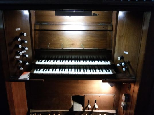 Console. Our Lady and St Catherine of Sienna Catholic church London E3, pipe organ by Hill, Norman and Beard.