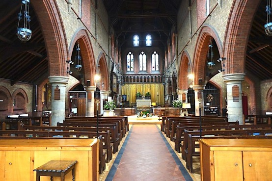 St Andrew Earlsfield, looking east, c 2016. Source 'https://londonchurchbuildings.coms', accessed 6/8/17.