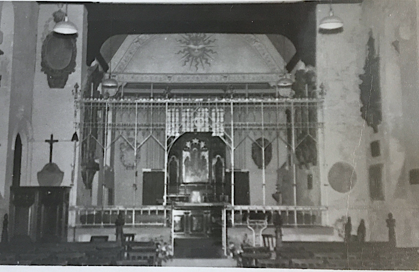 St Pancras Old Church, London NW1. Chancel, early c20. Image source: London Metropolitan Archive P90/PAN2/63.