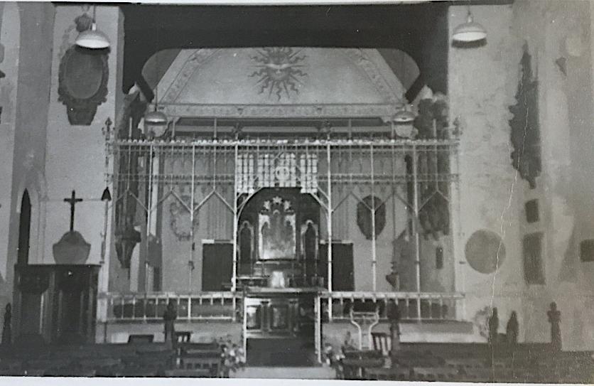 St Pancras Old Church, London NW1. Chancel, early c20. Image source: London Metropolitan Archive P90/PAN2/63.