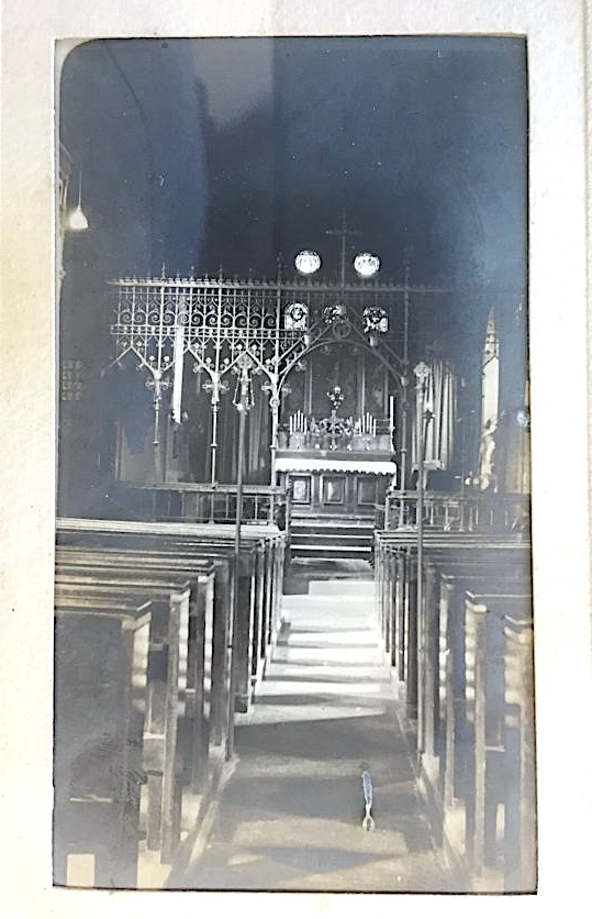t Pancras Old Church, London NW1. Chancel [c.1870?]. Image source: London Metropolitan Archive P90/PAN2/1-2.