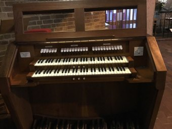 Detail: the pipe organ by Monk & Gunther (1975) in the church of St Paul the Apostle, Wood Green, London N22. Source: Andrew Pink