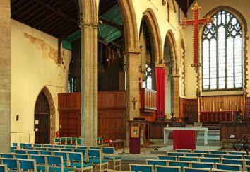 St Barnabas Southfields (London UK) Nave looking north-east. [Source: John Salmon (2012): /www.geograph.org.uk/]