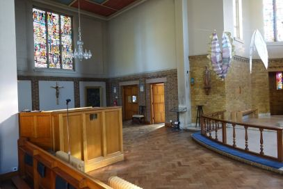 St Mary Newington, London. North transept, and organ console, 2018. [Source: ttps://londonchurchbuildings.com]