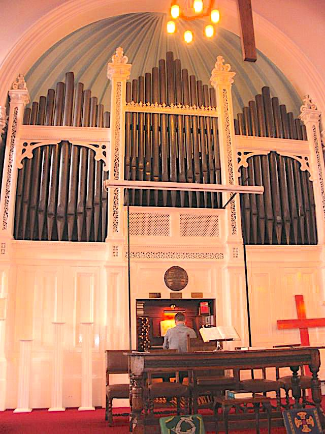 Hinckley United Reformed Church, Leicestershire (UK) [Source: http://www.iao.org.uk/]